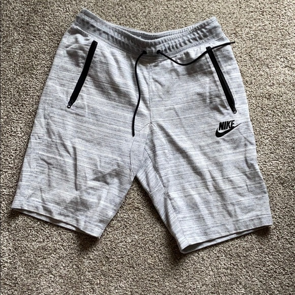 Men's Nike athletic and daily wear shorts size m